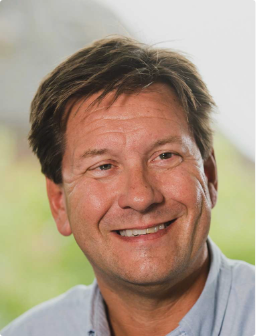 head shot of CEO Richard Hanscott