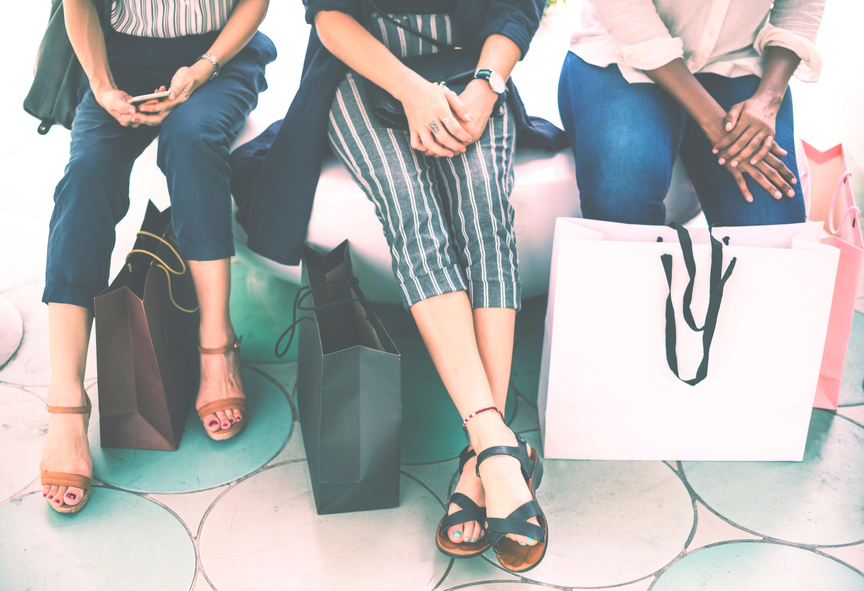 Shopping mit vielen Angeboten an Black Friday