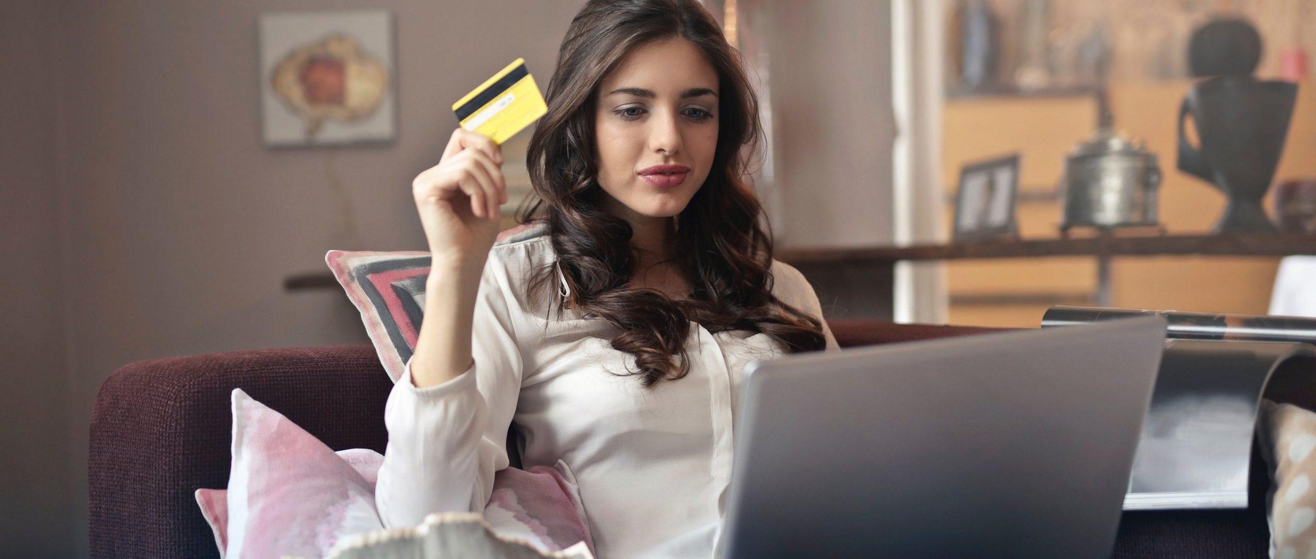 esendex black friday online shopping frau kreditkarte
