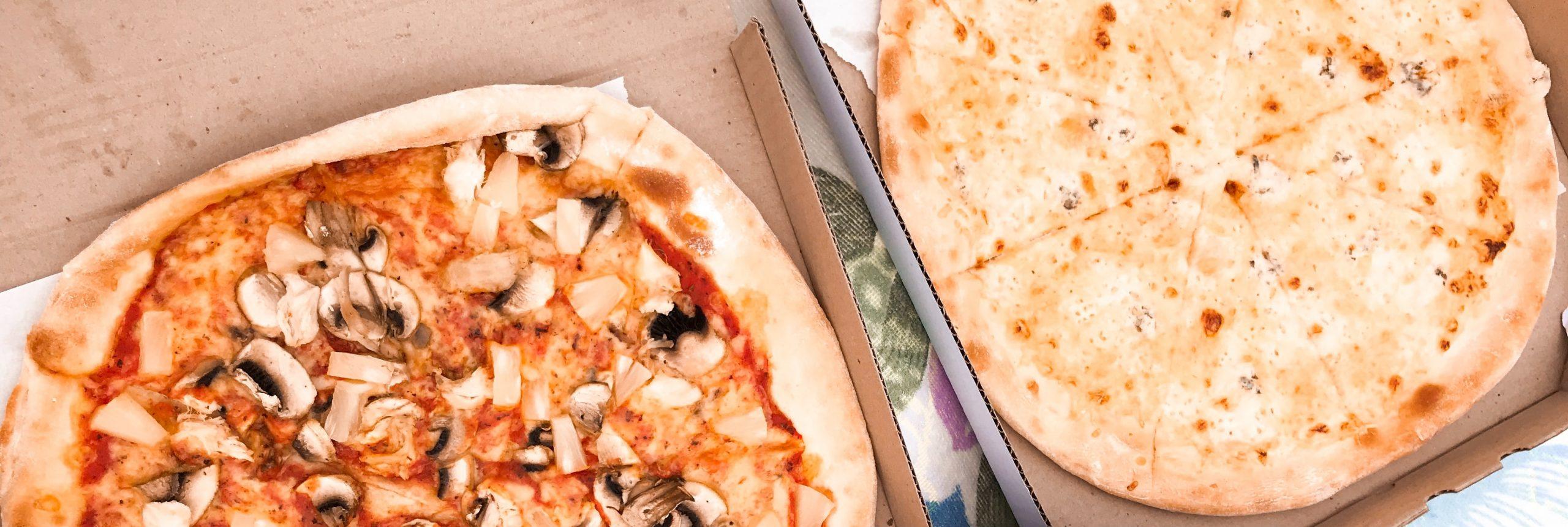 Dos cajas de pizza