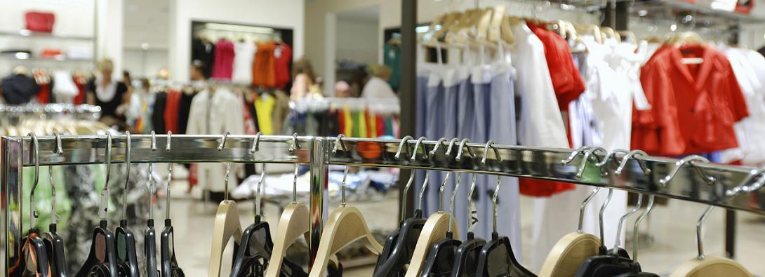 Soldes : rayon vêtement magasin
