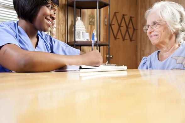 Médecin en entretien avec un patient