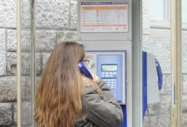 vision-toujours-plus-rare-une-cabine-telephonique-photo-nicolas-barreau